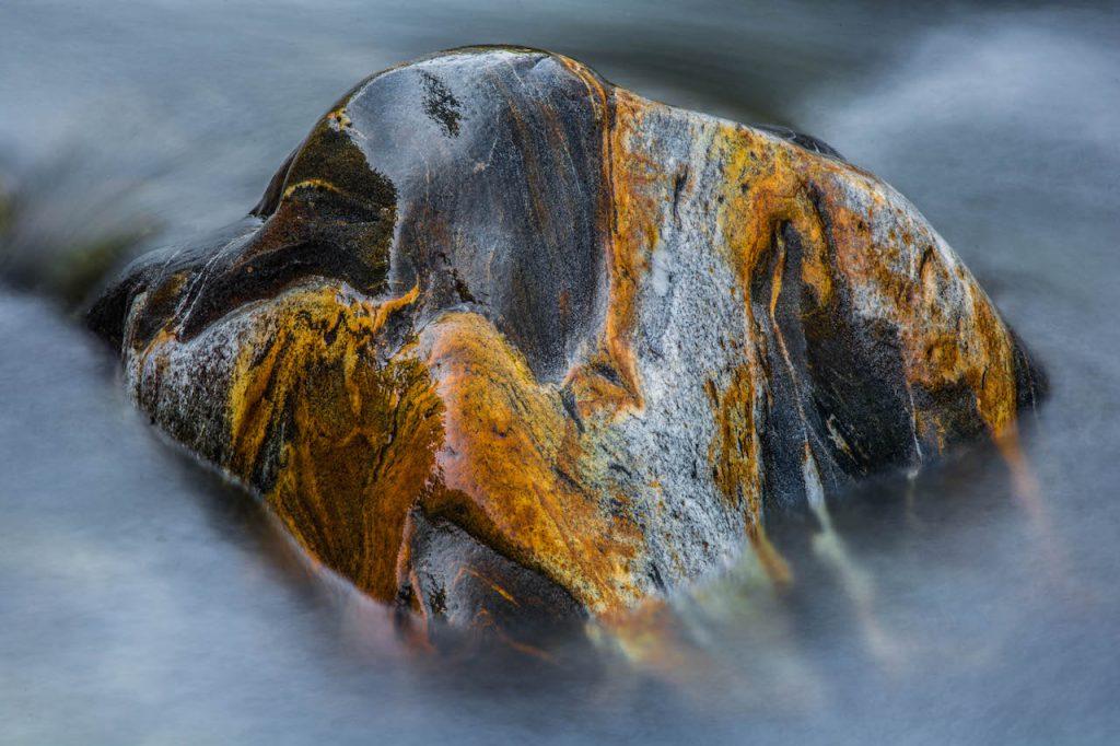 Stein im Fluss-M.Laxa
